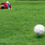 Un fotbalist moare după ce dă 110% pe teren