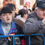 Autoritățile, sesizate privind prezența bătrânilor la proteste