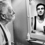 În oglindă